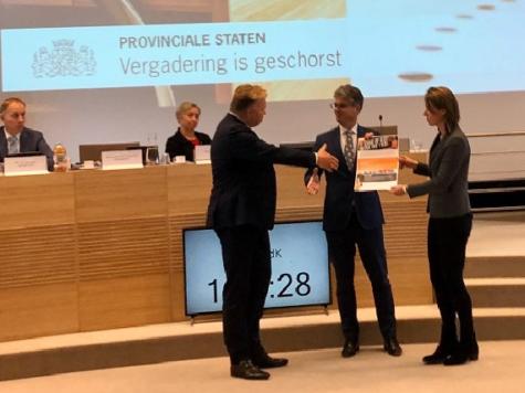 """Manifest """"NL op slot"""" overhandigd aan Provinciebestuur Utrecht"""