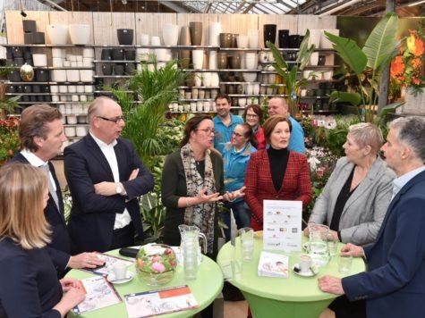 Staatssecretaris van Ark op werkbezoek in Arnhem